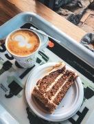 Kaffee und Möhrenkuchen