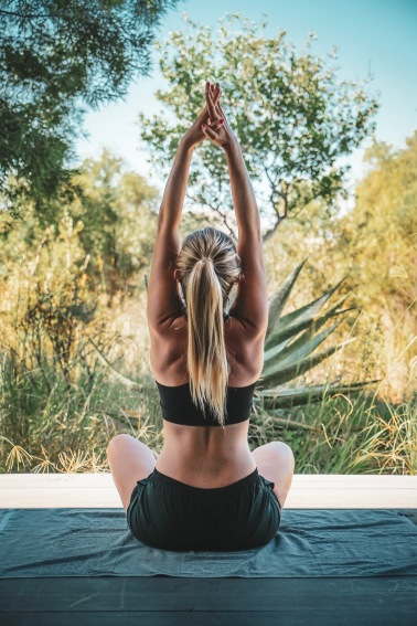 Yoga auf dem eigene Balkon im Gästezimmer von FC